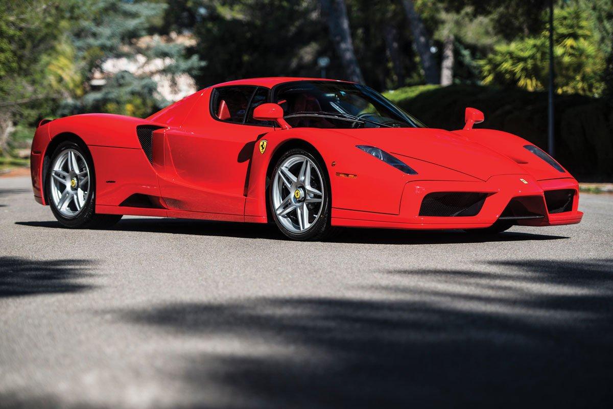 1 z 400 sztuk Ferrari Enzo trafi na aukcje w maju – prognoza 8 000 000 PLN
